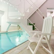 *温水プール/お部屋から専用階段でプールへアクセスできるのが特徴です