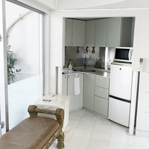 *部屋一例/ミニキッチン完備!各種調理器具も備え付けでご用意しております