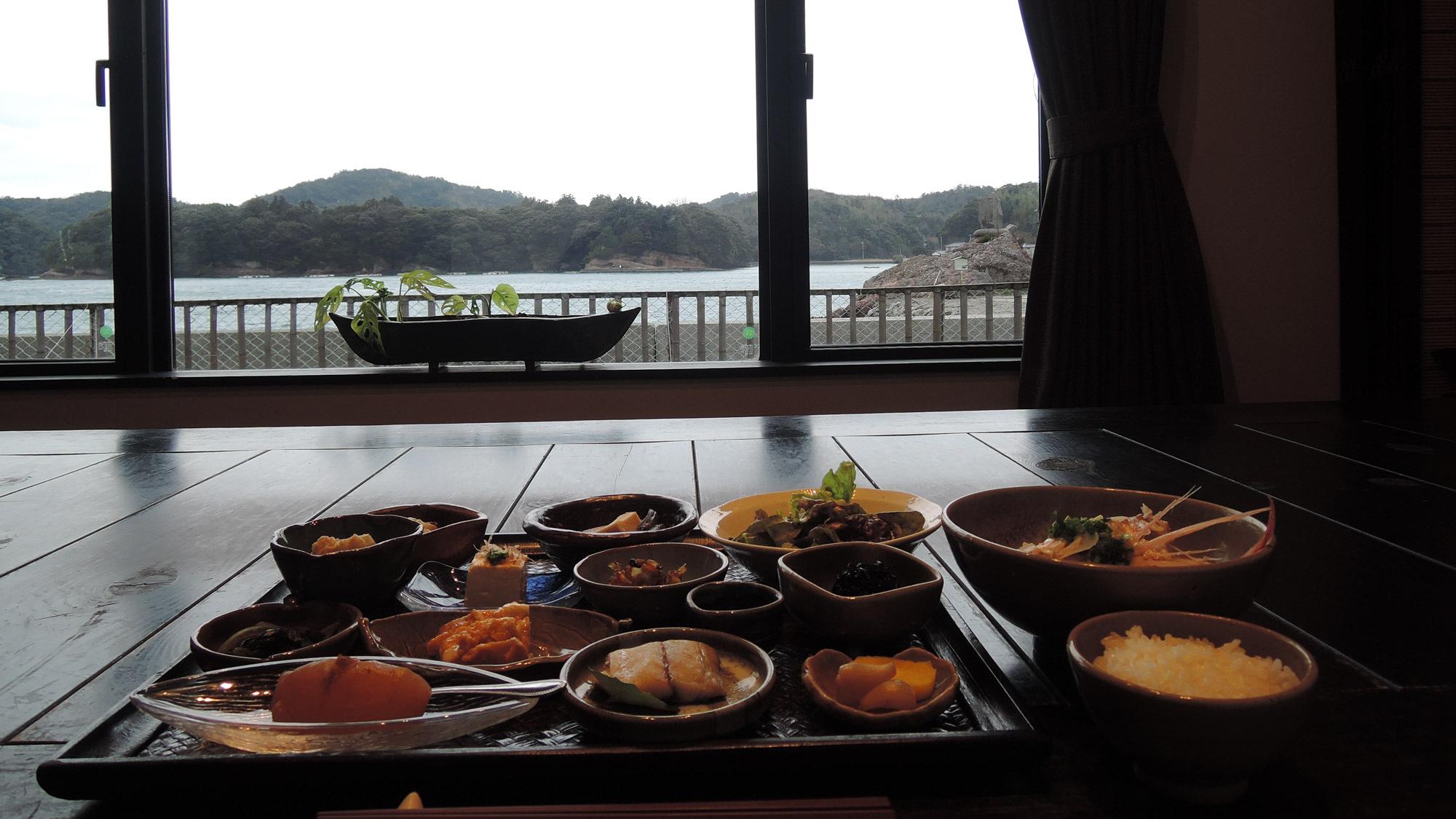 *【朝食一例】朝の海を眺めながらどうぞ♪