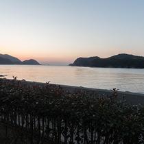 *目の前に広がる穏やかな海。