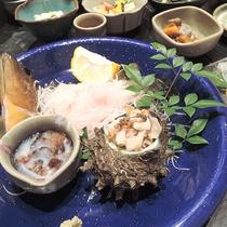*【夕食一例】日によりますが、サザエやなまこのお刺身も!