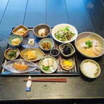 *【朝食一例】朝食も約13品の小鉢とお味噌汁にご飯とボリューム満点!