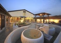 天然温泉花咲の湯は、8:00~24:00までの営業となっております。