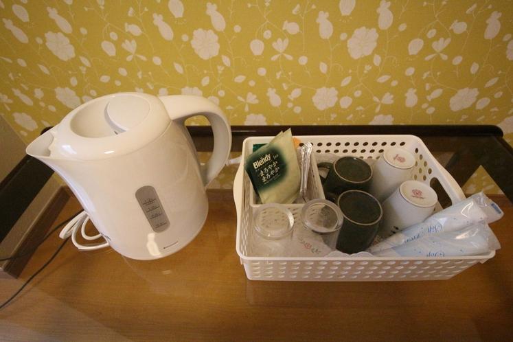 【快適アップのみ】ポット・お茶等を各お部屋にご用意しております。