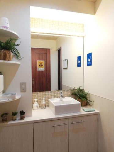 洗面室も綺麗に清掃しております。