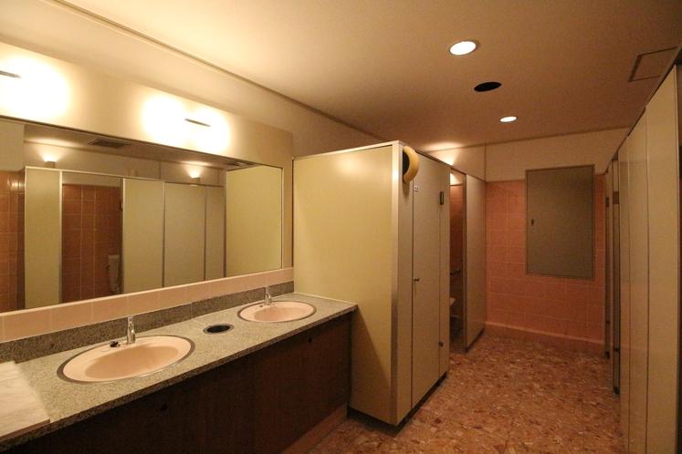 館内 女性トイレ(ユニット内以外にも館内には複数ヶ所にトイレが御座います)