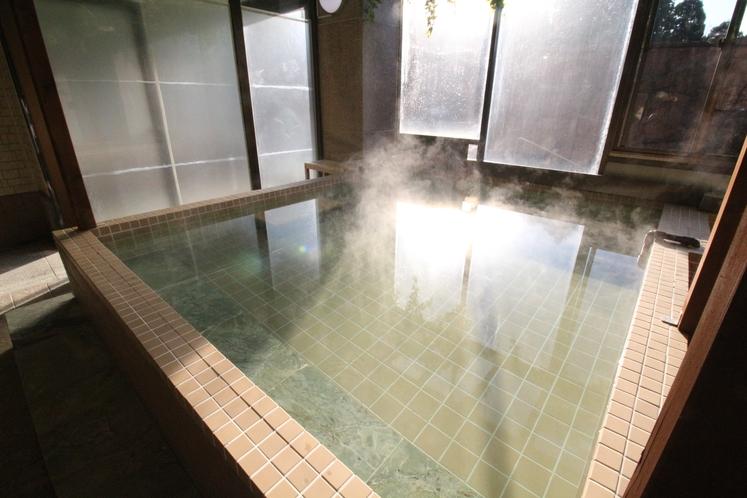 大浴場完備しております。こちらは一般の方への日帰り温泉としての利用も可能です。