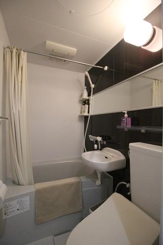 「快適アップ」のお部屋専用のバスルーム(トイレ・洗面付き)※一部の快適アップには完全独立タイプあり