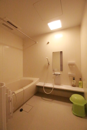 ユニット内 バスルーム(車椅子対応もあります。)各ユニットにより写真とは異なります。
