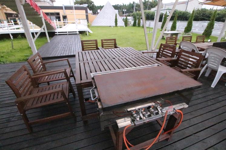 バーベキュースペースには、ガスタイプの鉄板を完備しております。