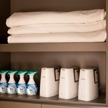 【貸し出しアメニティ】消臭剤、加湿器、毛布等は貸出棚にございます。