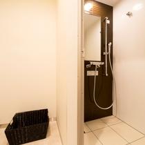 【シャワールーム】個別のシャワールームもご用意させていただいております。