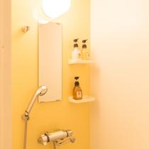シャワー室(デラックスルーム)