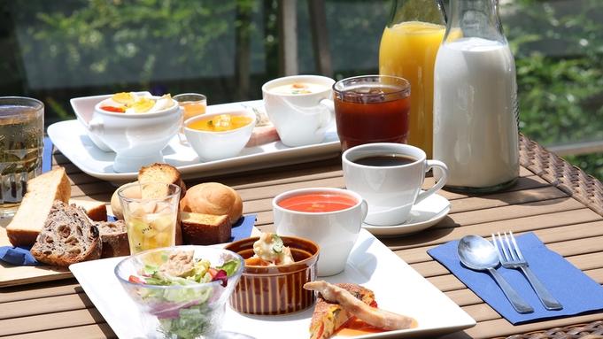 【秋冬旅セール】【鎌倉リゾート】【朝食付き】中庭テラス席で朝食◆自家製・焼き立てパン食べ放題◆