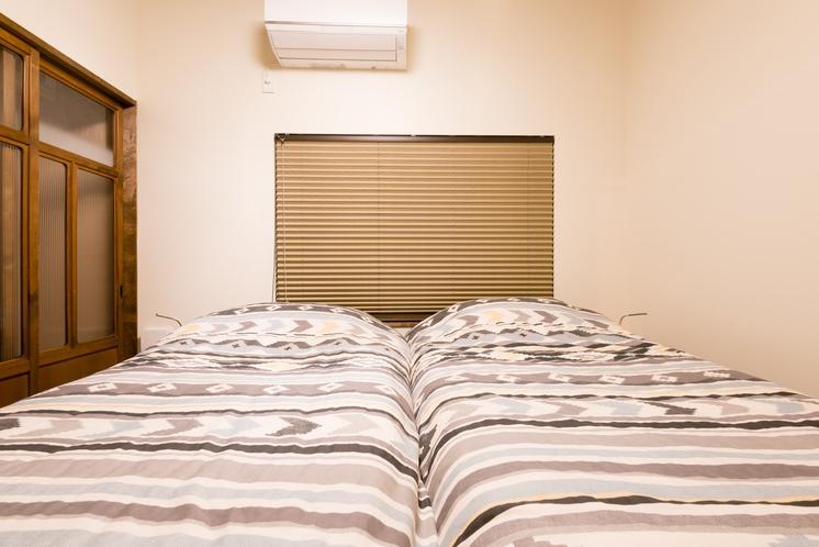 二階板の間ツインベッドルーム