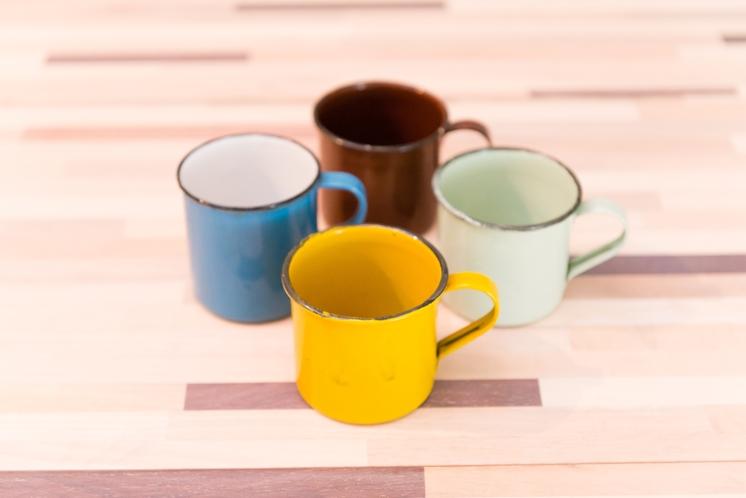 メタル製のコーヒーカップ