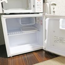 *【冷蔵庫】各部屋にご用意してます。飲み物・食べ物を買って帰っても安心♪