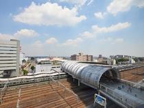 さいたま新都心駅と線路を眺める(客室位置のご要望は承っておりません)