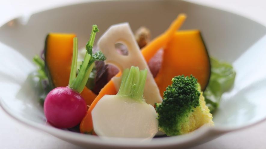 【ご朝食(2021年4月リニューアル)/水槽野菜のサラダ】