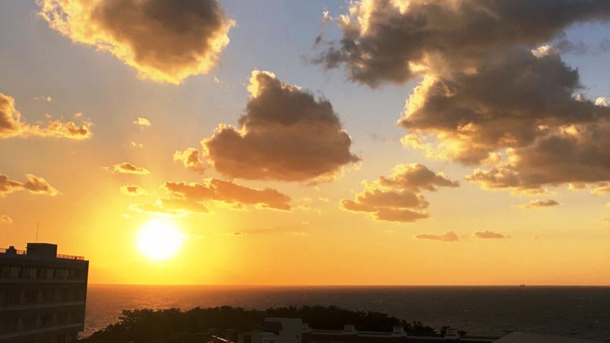 館内展望台からの夕陽