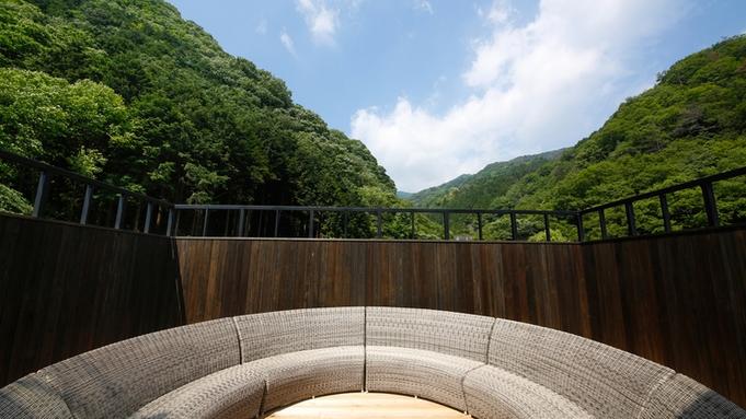 【夏季期間】山海の幸のバーベキューを川の音が響くダイニングのテラス席で