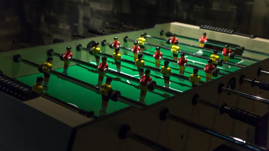 娯楽室のビリヤードルームでは、テーブルサッカーもお愉しみいただけます。