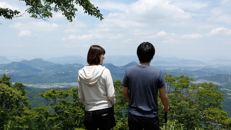 大川山展望台・標高815m付近から、讃岐平野や瀬戸内海の島々まで一望