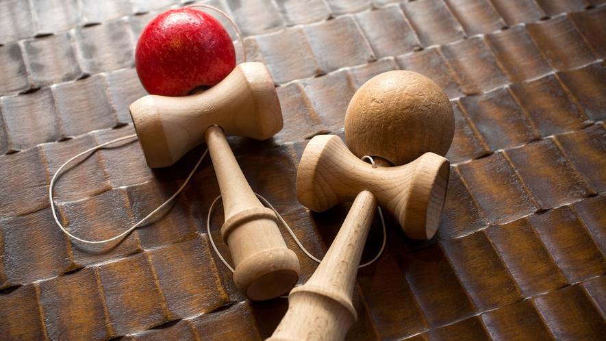【囲炉裏ラウンジ】昔ながらのおもちゃ