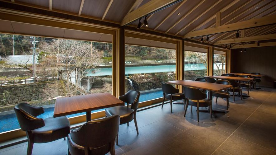 【水辺サロン】 里山ヒュッテ(ドッグフレンドリー)にお泊りのお客様はこちらでチェックインいたします。