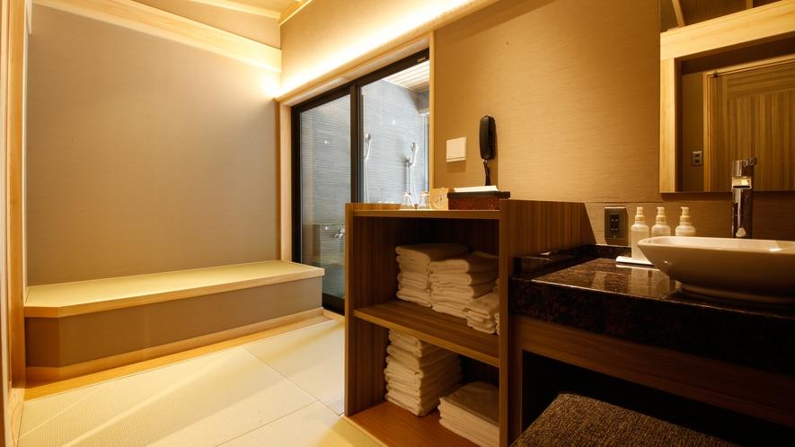 貸切露天風呂「なごみ湯」 畳敷きの湯上り処