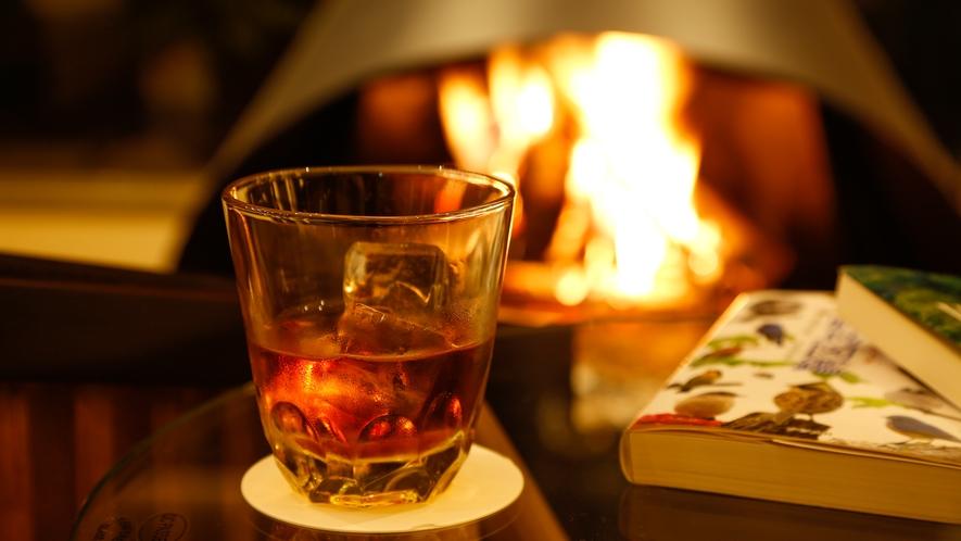 暖炉の傍で読書なども