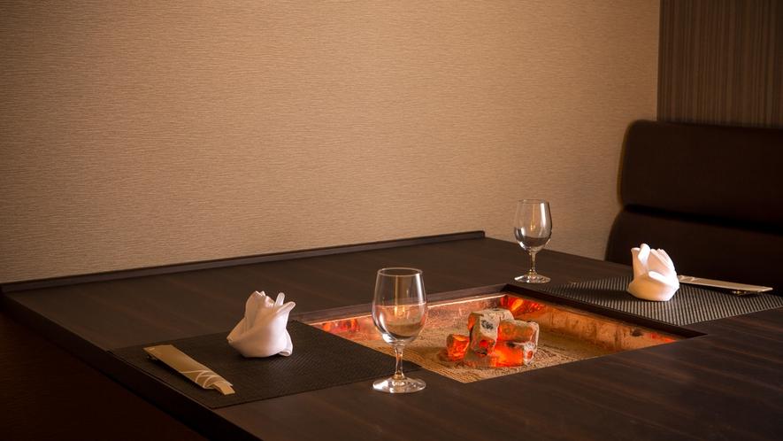ダイニング「穀雨」の囲炉裏テーブルを設えた専用個室