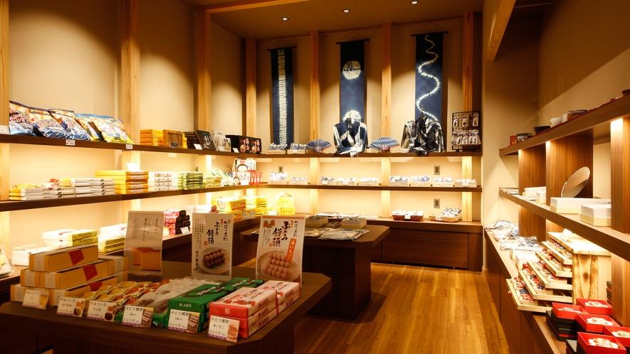 【セレクトショップ】香川や近隣・徳島の特産品や小物などを取り揃えております。