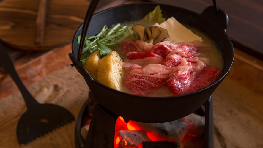 【冬季限定】香川名物のオリーブ牛を五徳でぐつぐつと煮込む鉄鍋料理(料理イメージ)