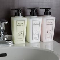 バスルームには『資生堂RECESS』を採用。爽やかなシトラスの香りをお楽しみくださいませ。