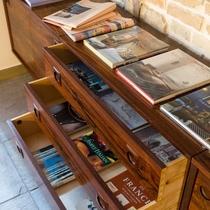 共有スペースには様々な書籍をご用意。新たな世界、新たな発見があるかもしれません。