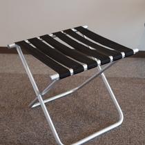 大きなお荷物をお持ちの際は、全室備え付けのバゲージラックをぜひご利用下さいませ。