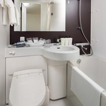 館内全室に、広めのユニットバスルームをご用意しております。