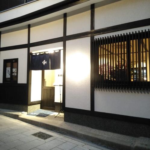 魚浦商店(外観・夜)