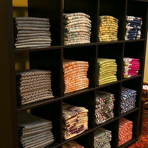 色浴衣をお選びください。