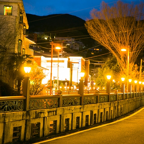 湯元通り入り口の橋