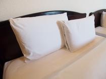 枕 大・小 2つあり(低反発枕を使用しております)