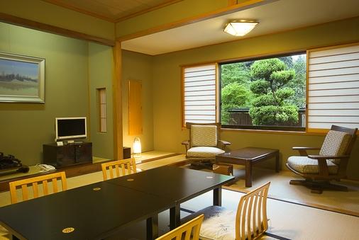 秋田杉造りの和室