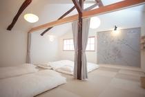2階寝室:18帖の和室