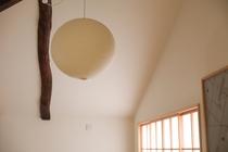 2階寝室:梁、照明