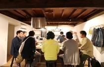 アイランドキッチン&ダイニングテーブルは8名までご利用できます。