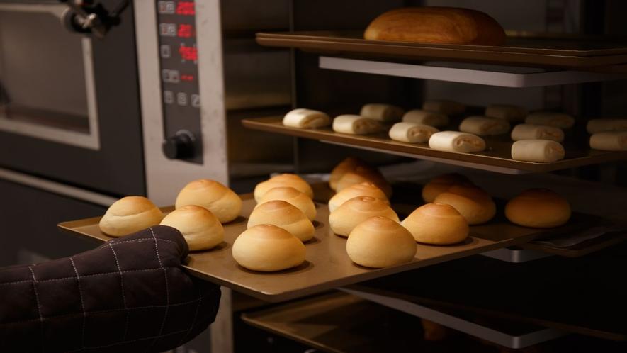 朝食バイキング 焼きたてパン(一例).