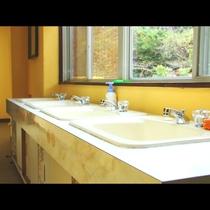 2F廊下に共同 洗面台設置してございます