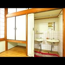 大部屋内に洗面所があり非常に便利です
