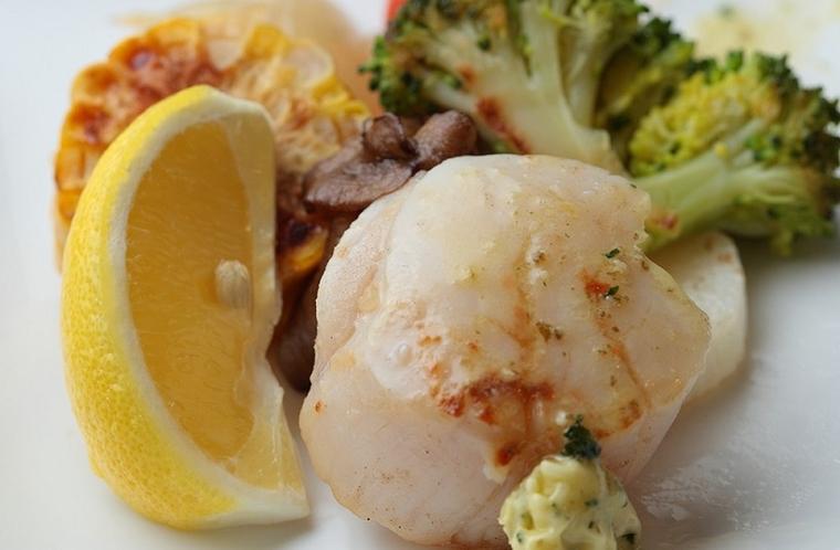 ご夕食(大粒帆立と美瑛産豆のレモンソース仕立て)